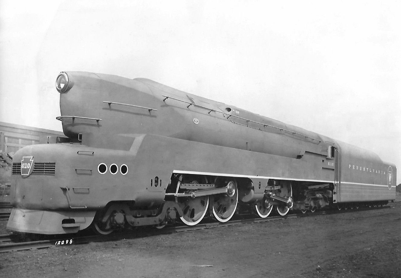 Pennsylvania_RR_streamlined_locomotive_T1.jpg